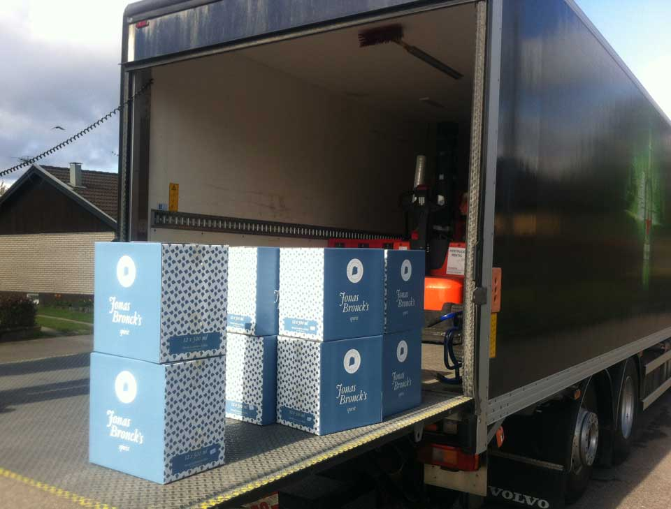 Boxes with Jonas Broncks Spirit unloads from a truck